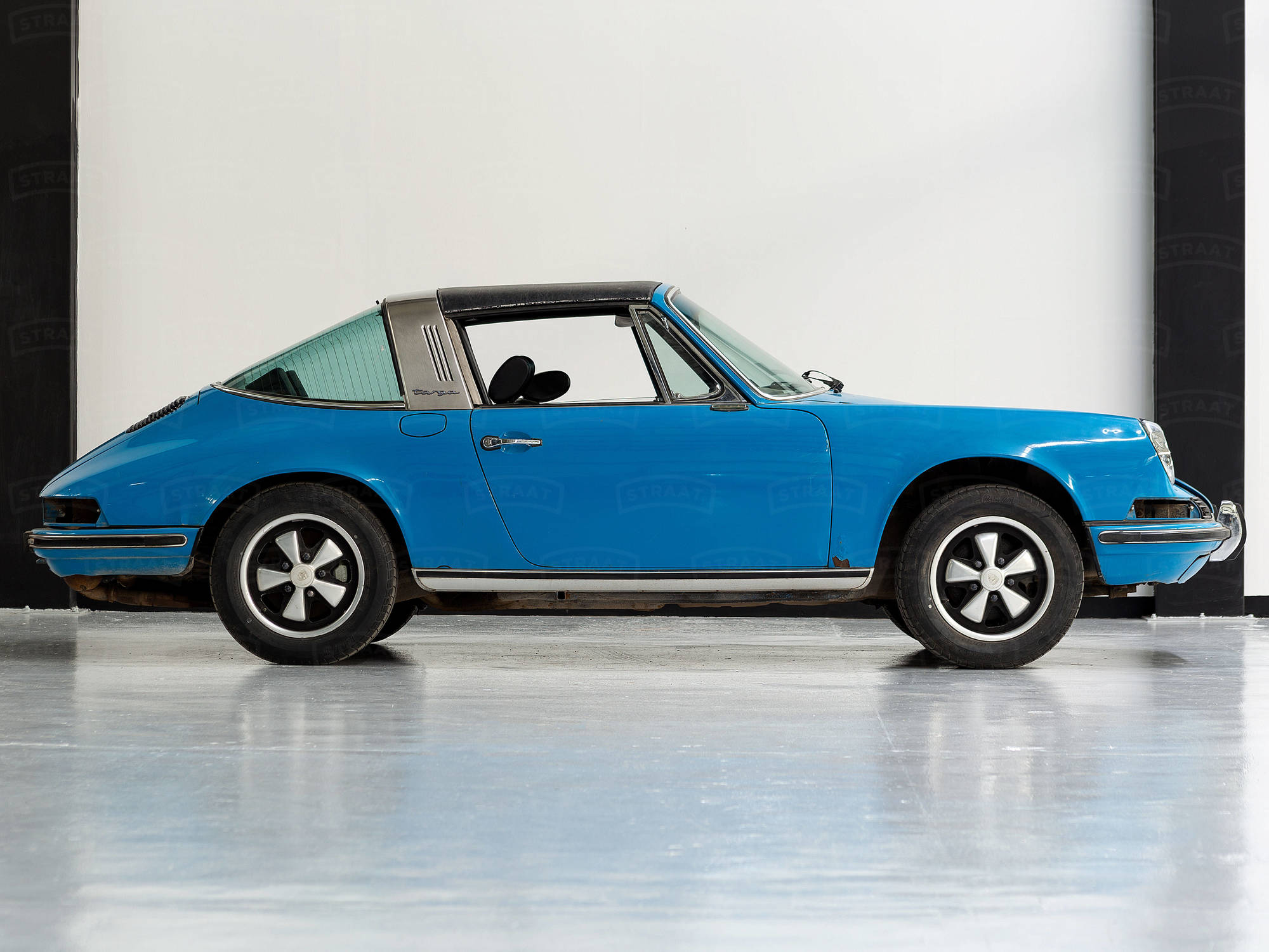 A 1972 Porsche 911T Stages a Colorful Comeback
